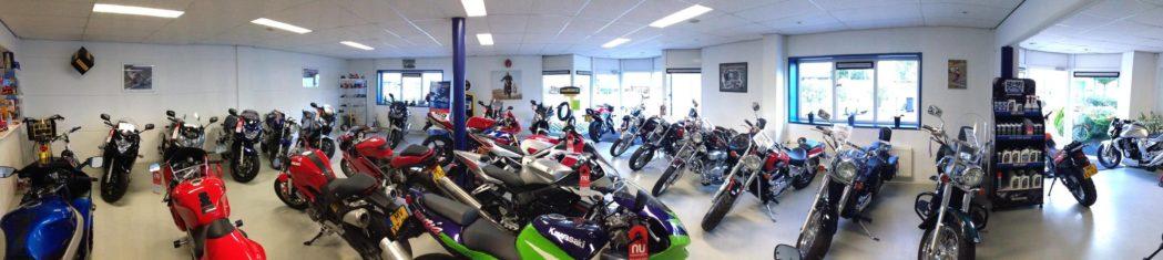 Bij ons zijn de motorfietsen te koop zonder aflevering's kosten en met 3 of 6 maanden garantie.